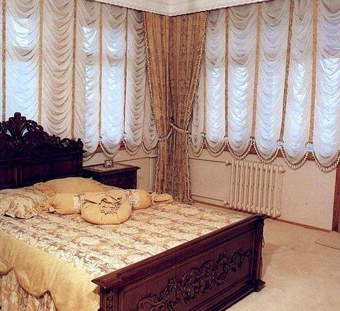 Если вас интересует пошив штор и покрывал для спальни, необходимо учитывать тот факт, что они должны надежно и плотно...