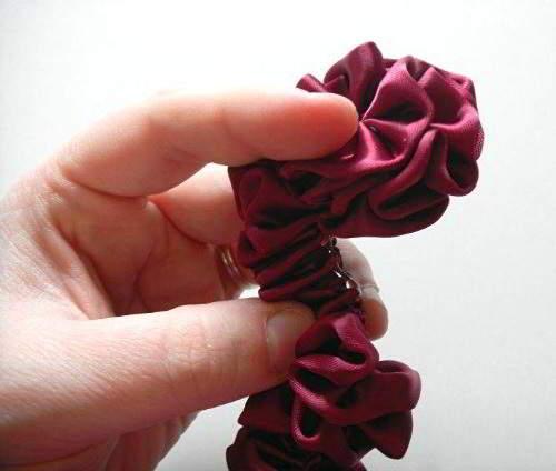 сделать цветы из атласной ленты