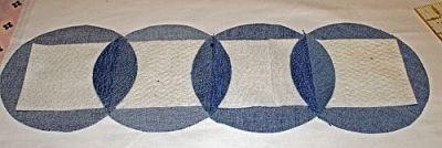 Подушки и покрывало из старых джинсов.