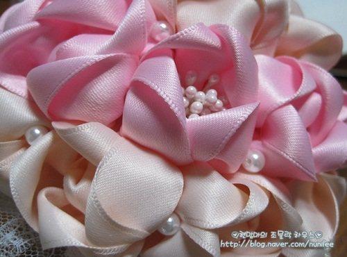 Цветы из атласных лент для свадебного букета.