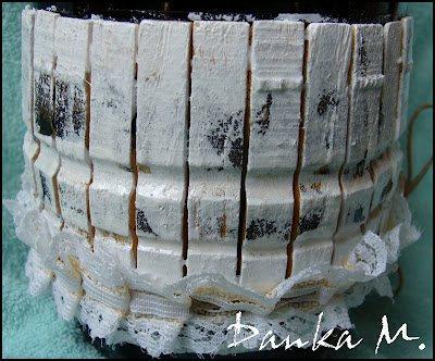 Декорирование бутылок отходами ткани и кружевом.