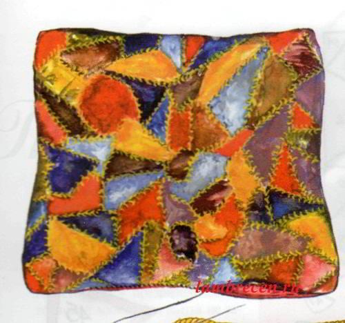 декоративная подушка, изготовленная из лоскутков