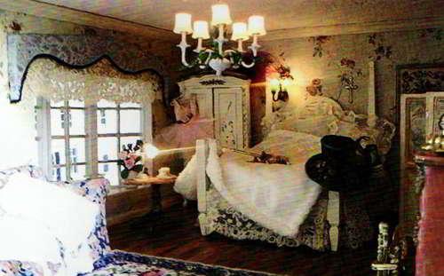 Покрывала и шторы для спальни. Фото.