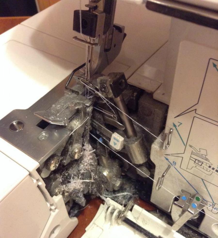Как почистить швейную машинку